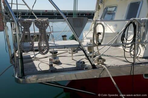 All sails are mounted on rollers (including the main), and all sail handling is carried out from the aft platform. This is not surprising as there is very little room on the side decks due to the size of the deckhouse.