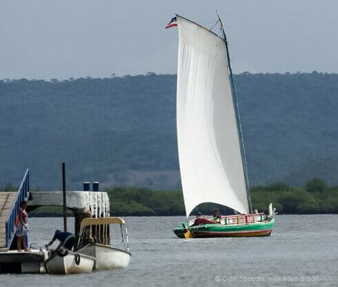 "A ""saveiro"" leaves Maragojipe jetty."