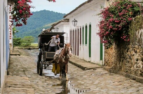 Life slows down in Paraty – horse drawn carriage