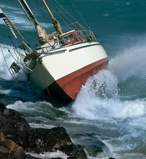 yacht crash on the rocks